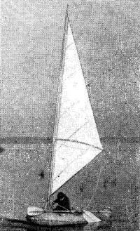 «Нырок-1» с виндсерферовским парусом площадью около 5 м2