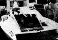 Один из полутора десятков корпусов, поврежденных на Сене во время гонки