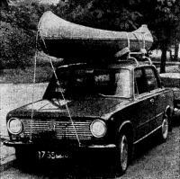 Одна из новинок — каноэ «Таймыр» на багажнике автомобиля