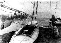 Однобалочный тримаран А. В. Румянцева с расположением шверцев на концах балки