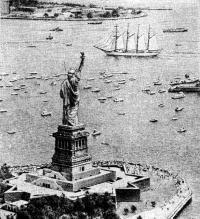 Около статуи Свободы