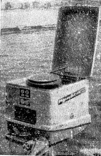 Откидная крышка на кожухе мотора «Привет-22»