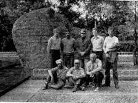 Петрозаводск. Участники экспедиции у мемориала Неизвестному солдату