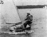 Победитель регаты 1981 года Пеетер Шарашкин на лодке, построенной своими руками