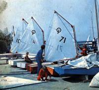Подготовка к выходу на воду юных спортсменов