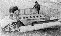 Разборная конструкция катамарана рижанина Г. О. Илвеса позволяет ему путешествовать по стране