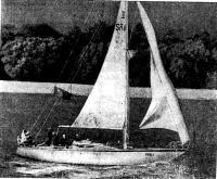 «Рица» подходит к причалу родного яхт-клуба