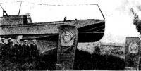 Севастополь. Памятник катерникам, павшим в боях за Родину, на берегу Карантинной бухты
