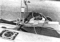 Швертбот, оборудованный гоночным компасом и планшетом