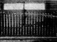 Стенд со склеенной заготовкой шпангоута и струбциной
