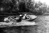 Так, по-яхтснному откренивая, экипаж «Днепра» пытался увеличить скорость