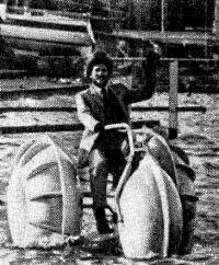 Трехколесный педальный «аквасипед»