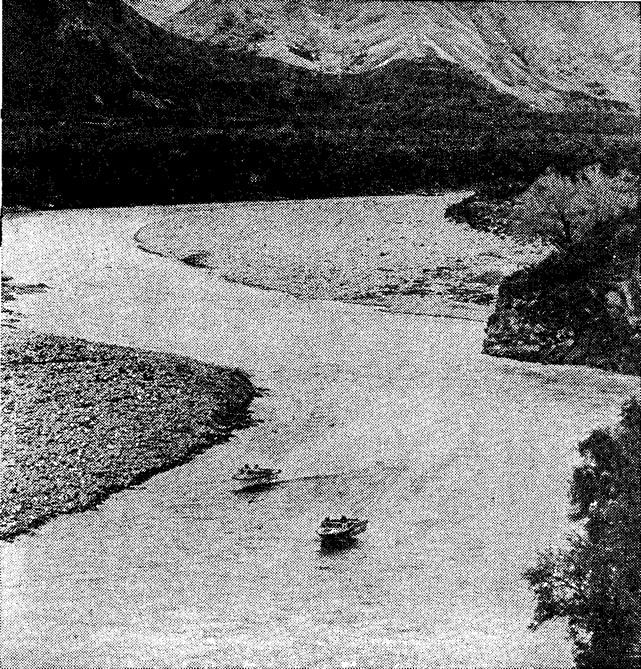 Участники марафона на реке Уайхао на Южном острове