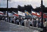 Участники Олимпиады с флагами