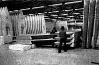 Установка готовых «Лазеров» на пенопластовые блоки перед укладкой в контейнеры