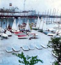 В гавани Одесского яхт-клуба. На площадке юношеской спортивной парусной школы