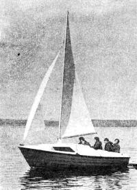 Яхта «Ассоль» на воде