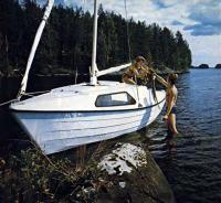 Яхта «Ассоль» у берега