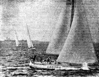 Яхта «Аврора» под парусами