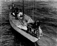 Яхта «Блюз» швартуется к борту судна «Каллисто»