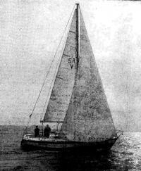 Яхта «Монг» под парусами