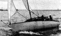 Яхта на ходу во время испытаний