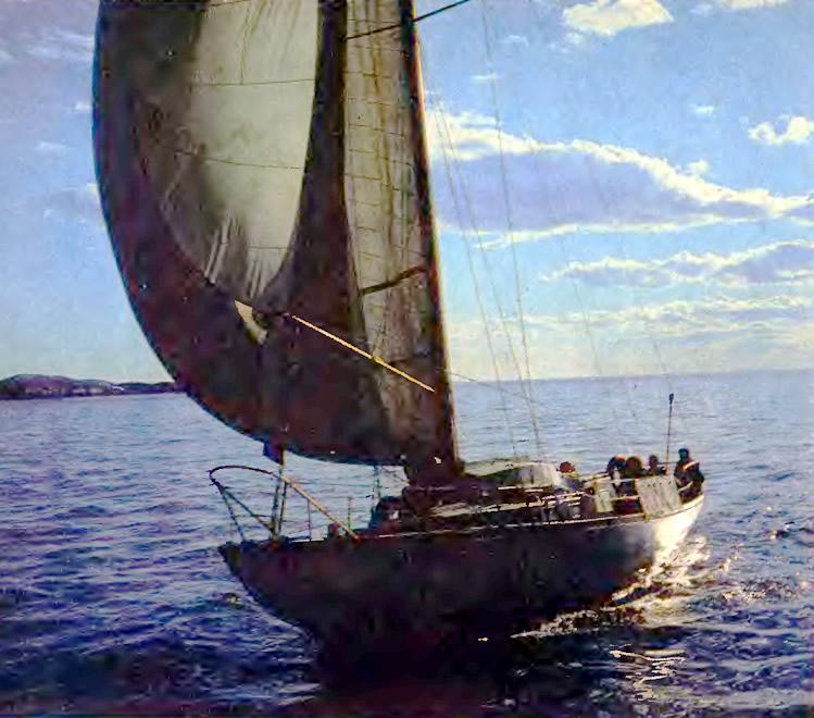 Яхта «Россия» на ходу под парусом
