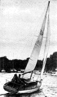 Яхта «Вираж» под парусом