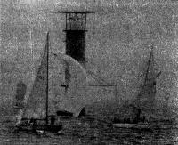 Яхты огибают маяк Хельсинки