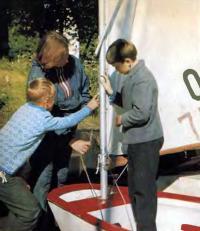 Занятия в детской парусной школе яхт-клуба №55 проводит тренер Ия Волкова