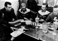 Заседание буерного комитета. Слева направо: О. Рауд, В. Гирс, П. Леола, А. Рауд