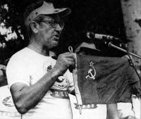 Б. Немиров передал в музей флаг, под которым обогнули мыс Горн