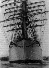 Барк «Седов» выходит в море