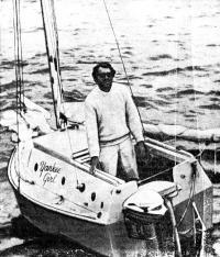 Джерри Спис на своей мини-яхте