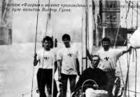 Экипаж «Флоры» в момент прохождения Тауэр Бридж