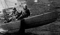 Экипаж яхтсменов на гонке