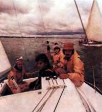 Экипаж яхты во время испытания