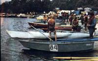 Экипажи гребно-моторных малых лодок перед стартом