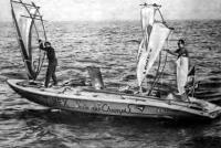 Фредерик Бюшен (в носу) и Тьер Карони в конце их трансатлантического плавания