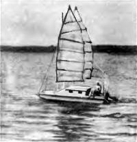 Катамаран под парусами