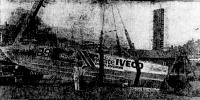 Катер «Уайт Ивеко» после неудачного подъема на берег