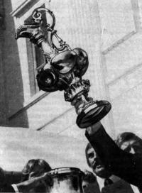 Кубок Америки — «Старый кувшин», содержащий 3750 г чистого серебра