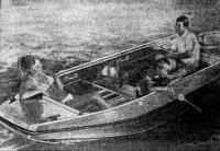 Лодка «Бустер-Р» с двумя пассажирами