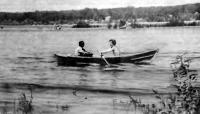 Лодка дори на воде