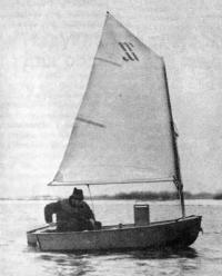 Лодка «Ерш-П» с парусом