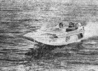 Лодка «морские сани» на ходу