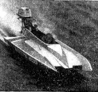 Мотолодка класса SC-500 на дистанции