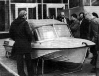 Моторная лодка с тентом