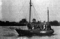 Моторный парусник «Фемида» — судейское судно Киевского яхт-клуба