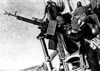 На борту «СКА-022». А. Дмитричев ведет огонь по самолетам противника